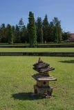 小中国装饰塔在庭院里 免版税库存图片