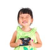 小亚裔女孩拍照片 免版税库存照片