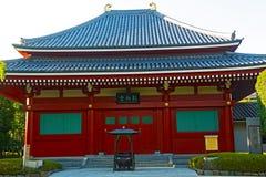 小亭子在Senso籍寺庙在浅草东京,日本 库存图片
