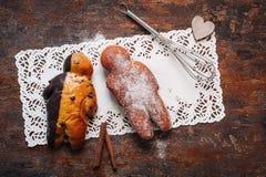 小人形状的酥皮点心 免版税图库摄影