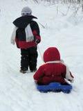 小儿童雪撬 免版税库存照片
