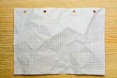 小册子空白在一张木书桌上 设计火笔记本模板写您 库存图片