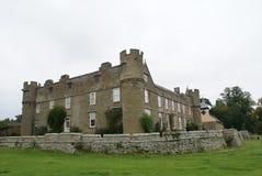 小农场城堡和it's教堂圣迈克尔在英国 免版税库存图片