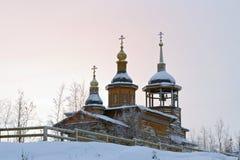小农村教会在冬天 免版税库存图片