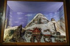 小冬天村庄复制品显示的 免版税库存照片