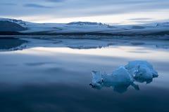 小冰山在jokulsarlon盐水湖 免版税库存照片