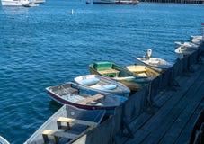 小划艇被栓对码头 库存照片