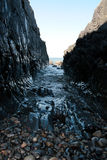 小卵石山沟岩石 库存图片