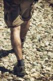 小卵石的远足者 库存图片