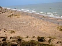 小卵石迷宫在海滩的 图库摄影