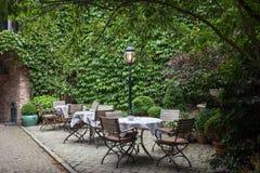 小咖啡馆在布鲁日,比利时 图库摄影