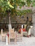 小咖啡馆在树下 库存图片