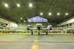 小喷气机在飞机棚 库存图片