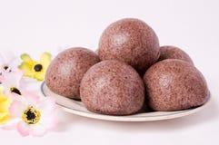 小圆面包中国紫色米钉书针蒸汽 免版税库存图片