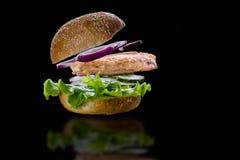 小圆面包吃着三明治的成份 免版税图库摄影
