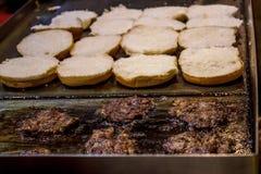 小圆面包和小馅饼 免版税库存照片