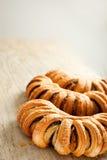 小圆面包有壳的鸦片 免版税库存照片