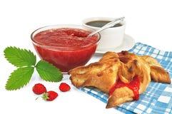 小圆面包果酱草莓 免版税库存照片