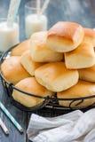 小圆面包牛奶 免版税库存照片
