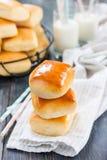 小圆面包牛奶 图库摄影