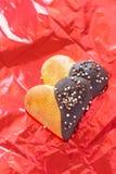 小圆面包用在心脏形状的巧克力 库存图片