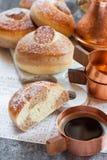 小圆面包用巧克力、可可粉和咖啡 库存图片