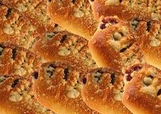 小圆面包用果酱和碎屑 库存图片