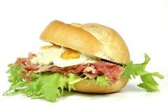 小圆面包用火腿 免版税库存照片