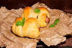 小圆面包用烟熏腊肠 免版税图库摄影