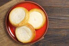 小圆面包用酸奶干酪 库存图片