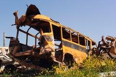 小块在废品旧货栈的守旧派公共汽车 库存图片