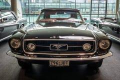 小型车Ford Mustang敞篷车, 1967年 免版税图库摄影