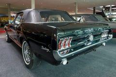 小型车Ford Mustang敞篷车, 1967年 库存照片