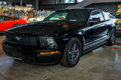 小型车Ford Mustang V6小轿车, 2006年 免版税库存照片