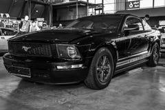 小型车Ford Mustang V6小轿车, 2006年 库存图片
