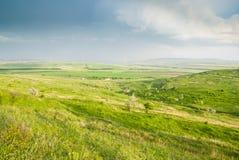 小垦丁绿野在蓝天下 库存照片