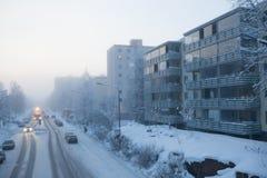 小城市街道冷的有雾的天 库存照片