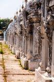 小大厦行在Kuthodaw塔缅甸 免版税库存照片