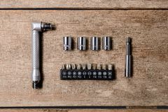 小套板钳集合棘轮扳手和正方形插口块 免版税图库摄影