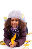 小女孩佩带的使用与叶子结构树 图库摄影