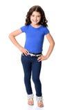 小女孩佩带的蓝色牛仔裤用在臀部的手 库存图片