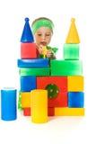小女孩使用与玩具多维数据集 免版税库存图片