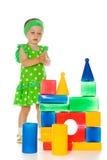 小女孩使用与玩具多维数据集 免版税库存照片