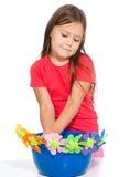 小女孩使用与花 免版税库存图片