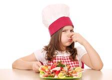 小女孩厨师用海鲜 免版税图库摄影