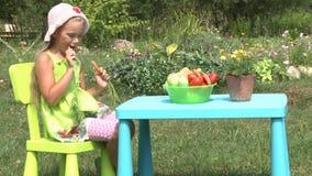 小女孩吃红萝卜 股票录像