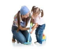 小女孩和妇女有吸尘器的 免版税库存图片