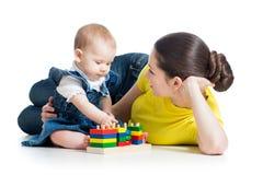 小女孩和母亲作用 免版税库存图片