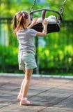 小女孩和跷跷板 免版税库存图片