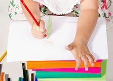 小女孩图画蜡笔 免版税库存照片